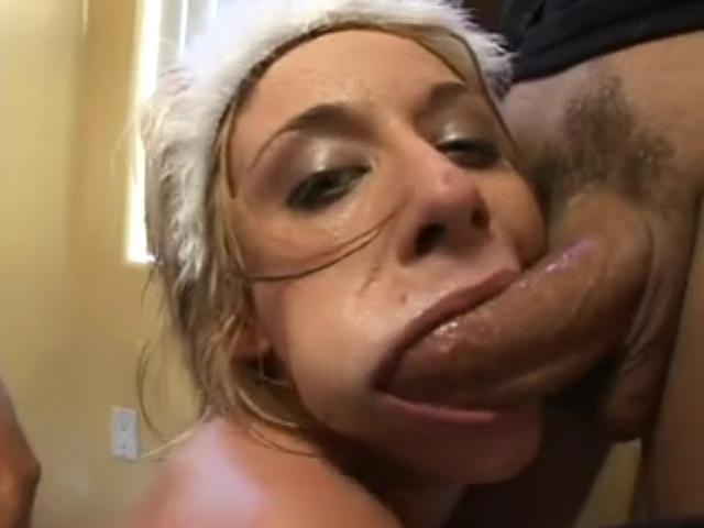 elle lui suce la bite une salope